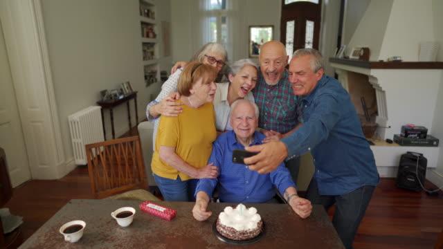 vídeos de stock, filmes e b-roll de feliz aniversário! faça um desejo - birthday