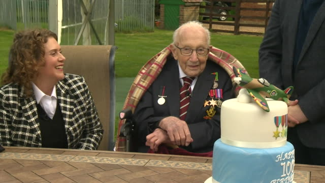 happy brithday being sung to captain tom moore fundraiser on his 100th birthday bedfordshire - cheerful stock videos & royalty-free footage