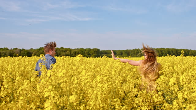 WS Happy couple in a field of blooming canola