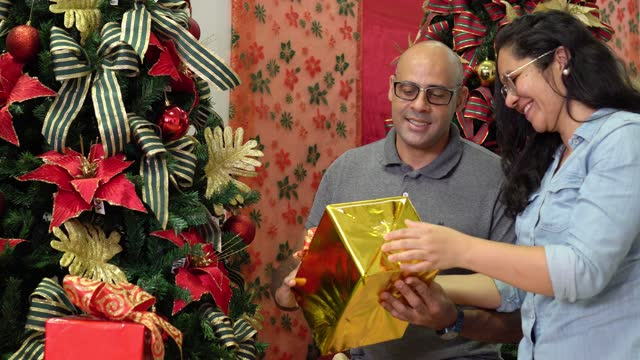 happy couple opening christmas present - pardo brazilian stock videos & royalty-free footage