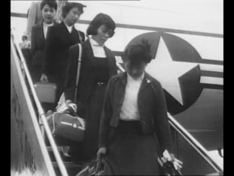 happy crowd waves on airfield / hiroshima maidens deplane following a man who bears an ornate box containing the ashes of tomoko nakabayashi a maiden... - massenvernichtungswaffe stock-videos und b-roll-filmmaterial