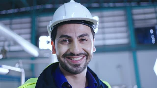 幸せなエンジニア - 酋長点の映像素材/bロール