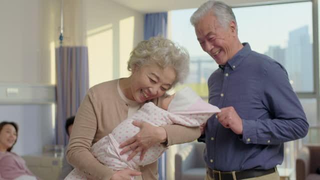 vídeos de stock, filmes e b-roll de happy family and newborn baby,4k - família de várias gerações