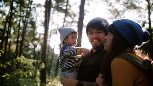 vídeos de stock e filmes b-roll de happy family in forest. - asiático e indiano