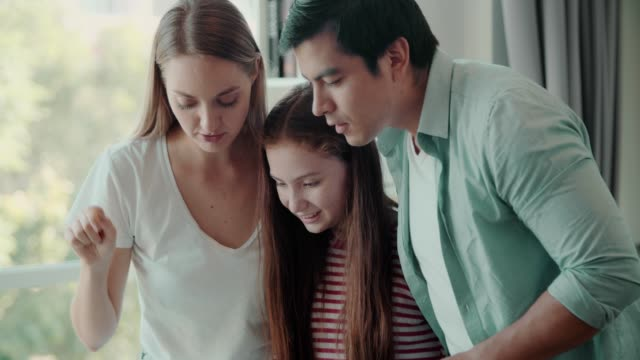 happy family meeting with model house - modello dimostrativo video stock e b–roll
