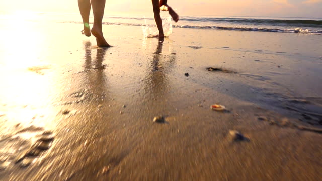 vídeos de stock e filmes b-roll de happy family mother and daughter on the beach at sunset, slow motion - beach