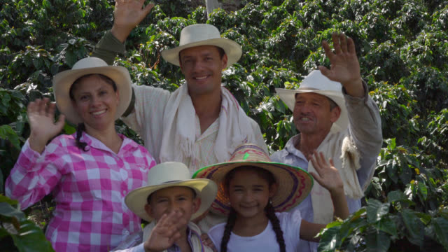 happy family of farmers waving at the camera and smiling - lavoratore agricolo video stock e b–roll