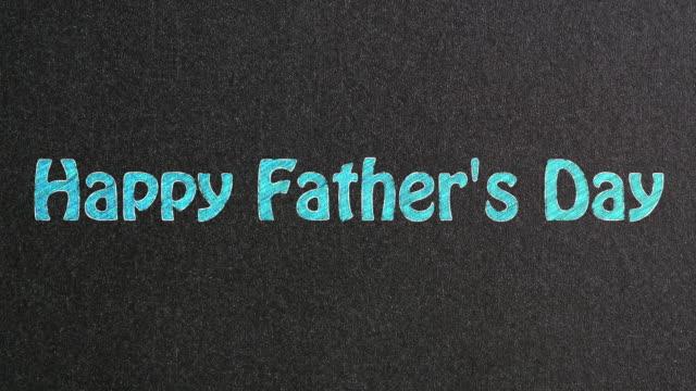 vídeos y material grabado en eventos de stock de feliz día de los padres texto en la pizarra - father day