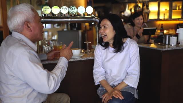 stockvideo's en b-roll-footage met happy hour - beer alcohol