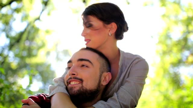 glücklich in love - hot kiss stock-videos und b-roll-filmmaterial