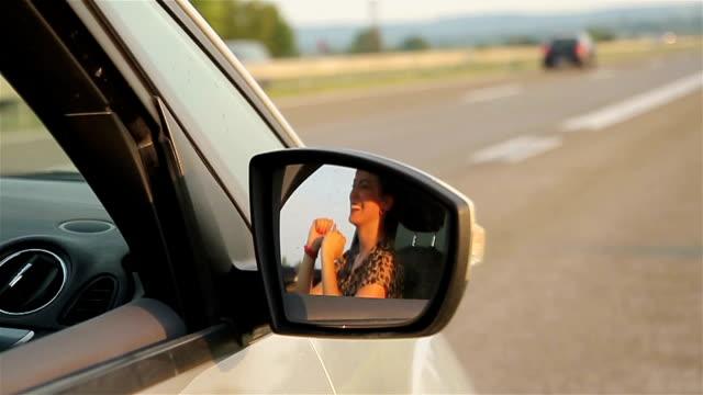 vidéos et rushes de dame heureux pilote - miroir