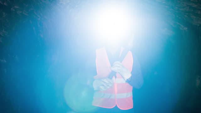 鉱山地下で働いて幸せのマイナー - 発電所関係の職業点の映像素材/bロール