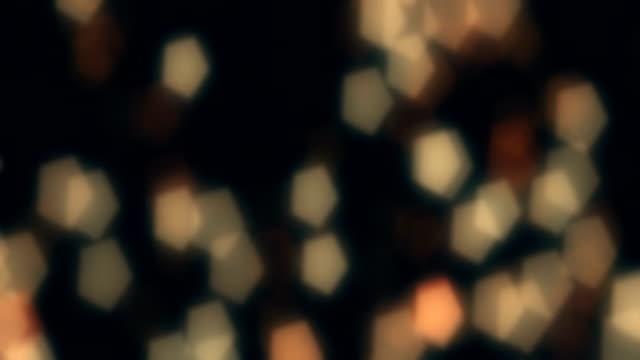stockvideo's en b-roll-footage met gelukkig nieuwjaar 2019 tekstanimatie met verlichting en sparkle bokeh - glitters