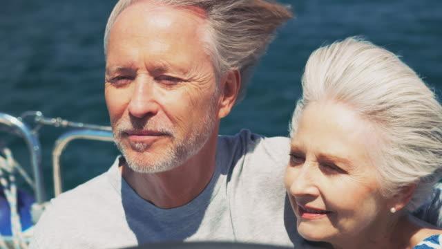 stockvideo's en b-roll-footage met gelukkige oude paar praten tijdens het reizen in jacht - rijk staat