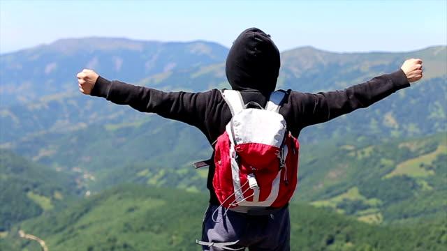 Glücklich Erfolg Gewinner, Erfolg-Wanderer Mann das Ziel