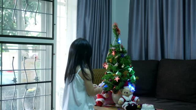 momenti felici e momenti allegri in famiglia - jolly video stock e b–roll