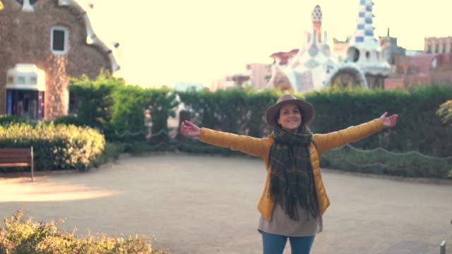 Glücklich Reisenden in Barcelona