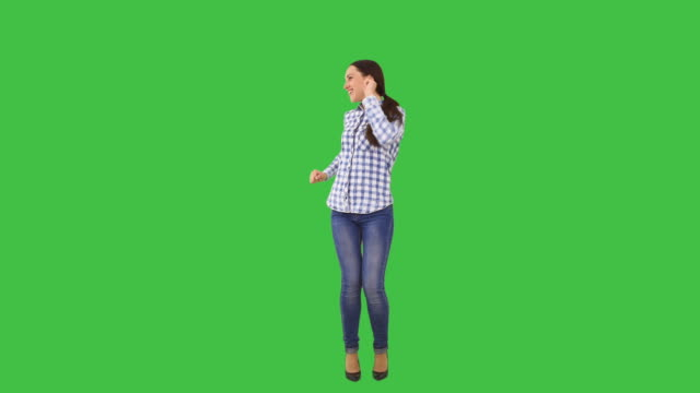 happy woman dancing - 全身 個影片檔及 b 捲影像