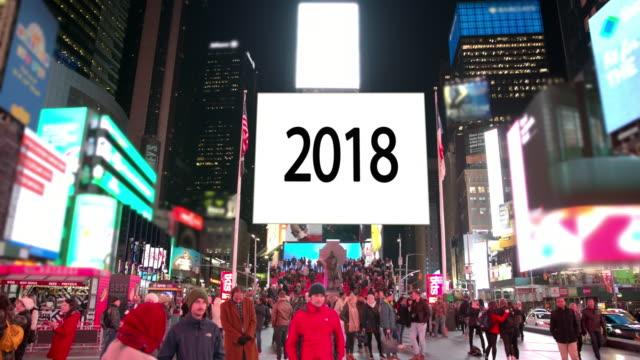 幸せな年ニューヨーク タイムズ スクエア人看板商業サイン - 年越し点の映像素材/bロール