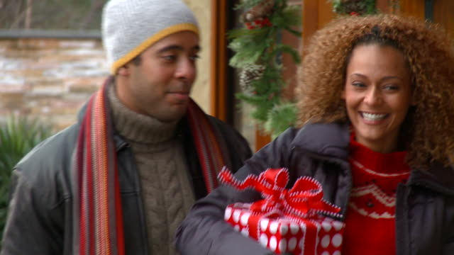 cu, tu, happy young couple christmas shopping, richmond, virginia, usa - mixed race person stock videos & royalty-free footage