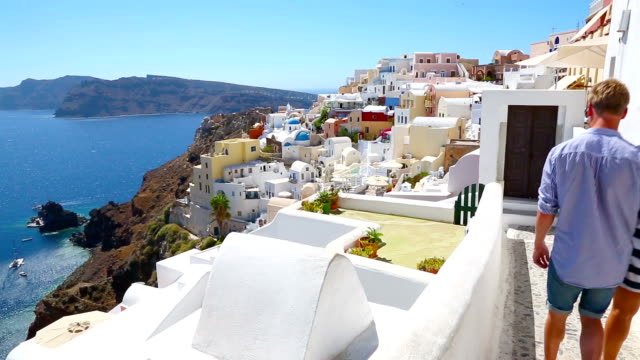 stockvideo's en b-roll-footage met hd: happy young couple on santorini island, greece - oia santorini