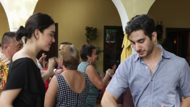 vídeos y material grabado en eventos de stock de happy young woman dancing with boyfriend on outdoor stage. - mérida méxico