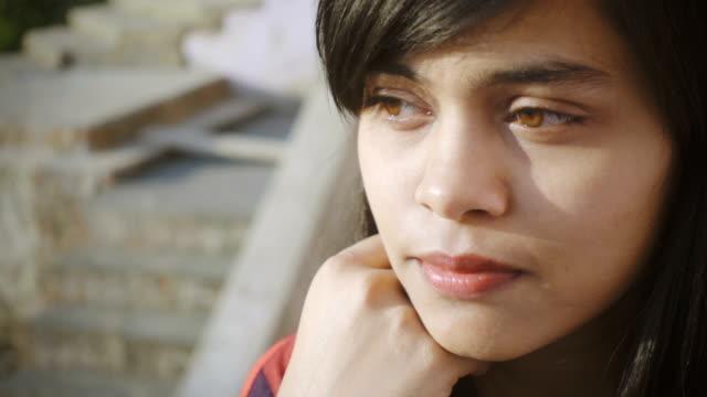stockvideo's en b-roll-footage met gelukkig jonge vrouw genieten van frisse lucht en uitzicht te kijken. - indisch subcontinent etniciteit
