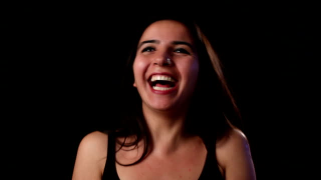 stockvideo's en b-roll-footage met happy young woman laughing - selimaksan