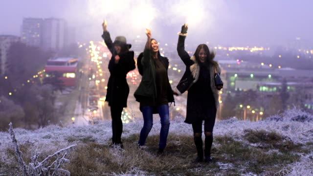 vídeos de stock e filmes b-roll de happy young women having fun outdoors. - inverno