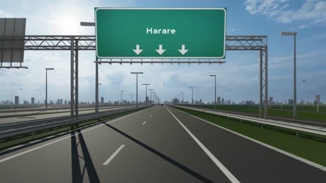 vídeos y material grabado en eventos de stock de firmboard de la ciudad de harare en el vídeo de stock conceptual de la carretera que indica la entrada a la ciudad - capitel
