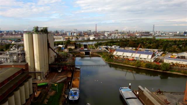 harbor and industrial district - industriegebäude stock-videos und b-roll-filmmaterial