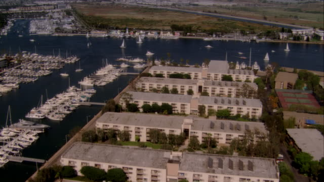 stockvideo's en b-roll-footage met aerial harbor and marina, marina del rey, california, usa - noordelijke grote oceaan