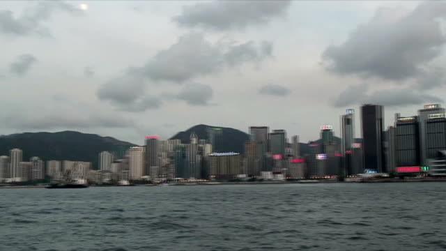 stockvideo's en b-roll-footage met ws pan harbor and skyline at sunset, hong kong, china - hong kong