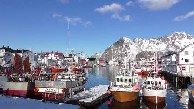 vídeos de stock e filmes b-roll de harbor in lofoten - navio pesqueiro
