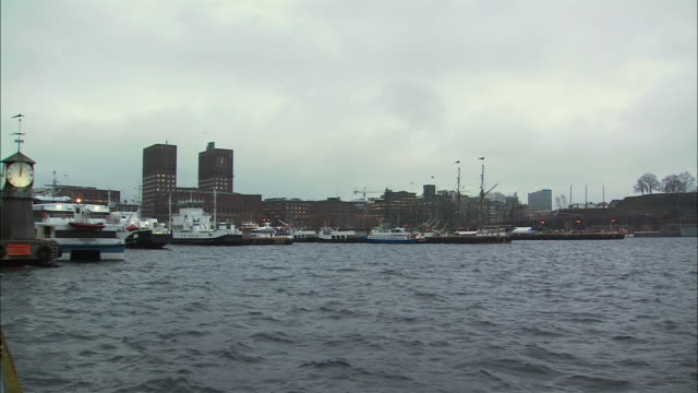 stockvideo's en b-roll-footage met ws harbor with skyline / oslo, norway - ferry