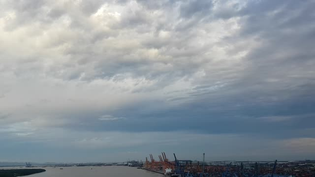 stockvideo's en b-roll-footage met haven, hemel, bewolkt, haiphong, vietnam - voor anker gaan