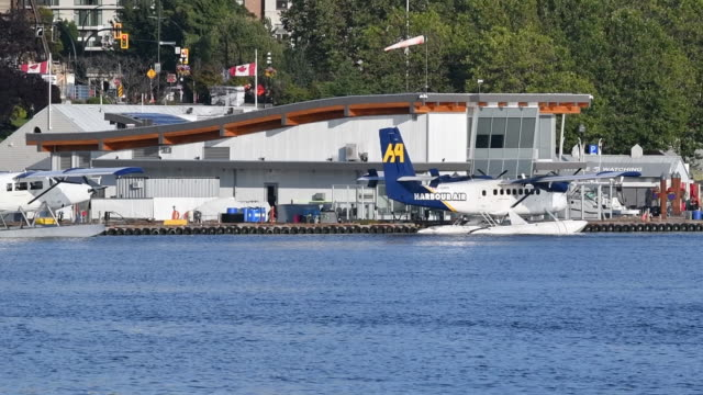 harbour air seaplanes parked in victoria harbour, british columbia, canada, on tuesday, august 6, 2019. - カナダ ビクトリア市点の映像素材/bロール