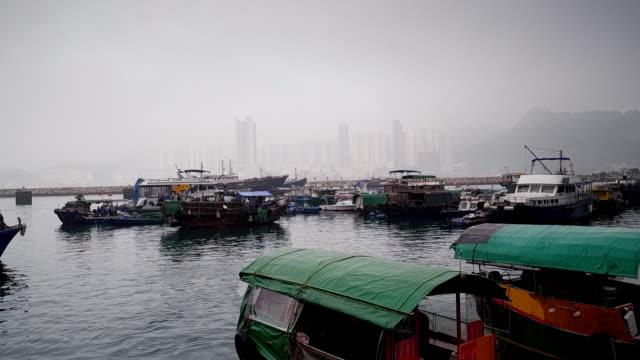 harbour and city skyline on an overcast day, hong kong - förtöjd bildbanksvideor och videomaterial från bakom kulisserna