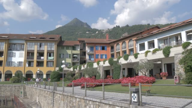stockvideo's en b-roll-footage met harbour at cannero riviera from lakeside position, lake maggiore, piedmont, italian lakes, italy, europe - tuinpad