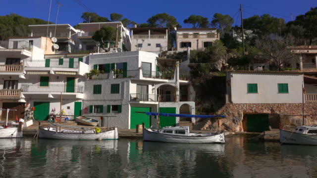 vídeos de stock e filmes b-roll de harbour of cala figuera, majorca, balearic islands, spain - aldeia de pescador