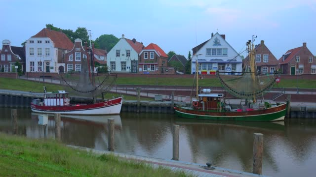 harbour with shrimp boats in greetsiel, east frisia, lower saxony, germany - fischerboot stock-videos und b-roll-filmmaterial