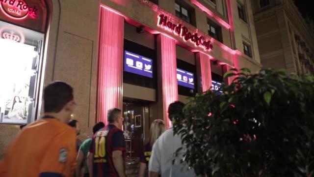 hard rock cafe outside - ハードロックカフェ点の映像素材/bロール
