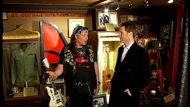 vidéos et rushes de hard rock vault exhibits rock memorabilia; reporter greeting jimmy stevenson ward sot jimmy stevenson ward interview sot corset worn by madonna on... - rock moderne