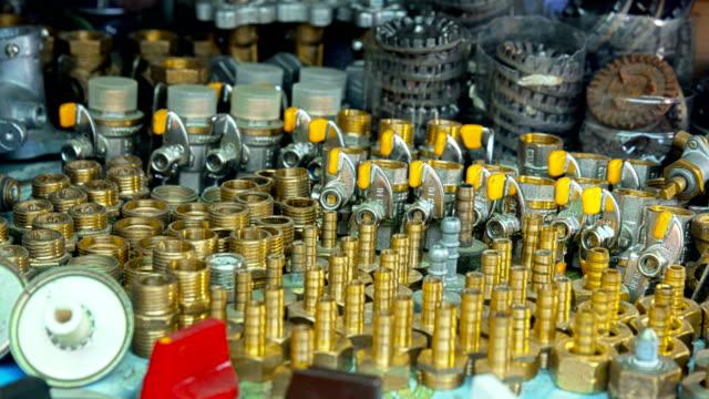 stockvideo's en b-roll-footage met ijzerhandel. gas kleppen & besturingselementen - messing about