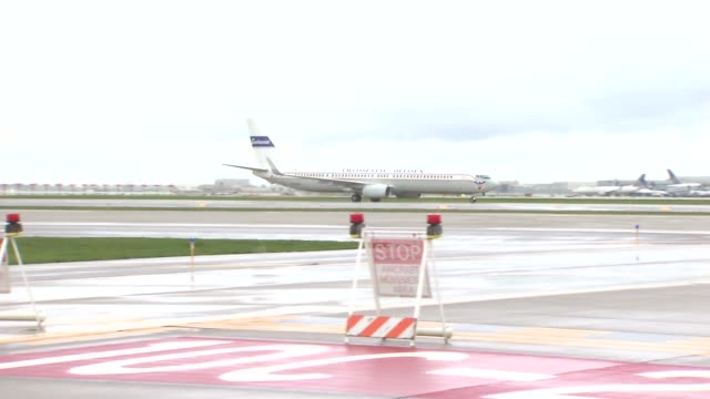o'hare airport's new runway opened up runway 10 center is over 10000 feet long and 200 feet wide and is expected to handle flight arriving and... - boeing 737 stock videos & royalty-free footage