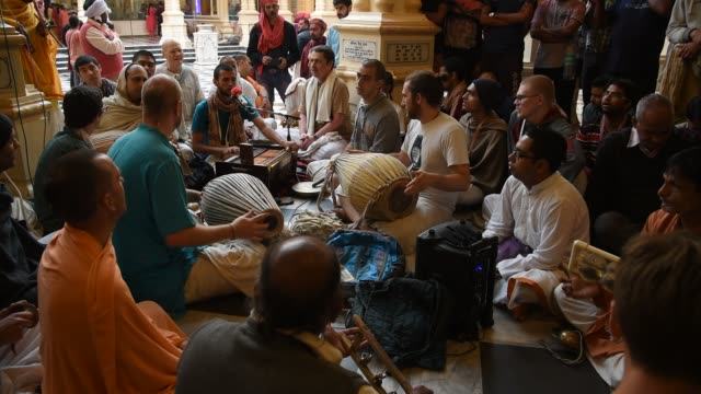hare krishna playing kirtan chants, vrindavan, india. - narrating stock videos & royalty-free footage