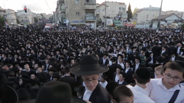 vidéos et rushes de haredi jews rally in jerusalem before the vote for the israeli general election - judaism