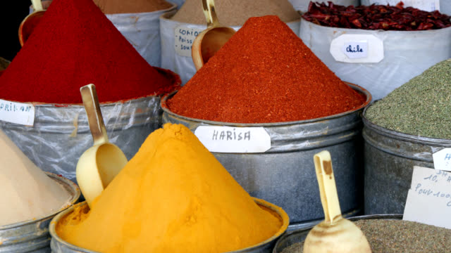 stockvideo's en b-roll-footage met harisa and other moroccan spices - markt