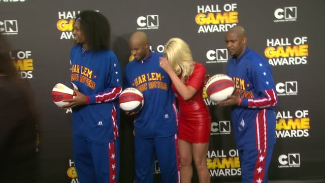 harlem globetrotters alicia fox michael 'the miz' mizanin and maryse ouellet at cartoon network hosts fourth annual hall of game awards at barker... - harlem globetrotters stock videos & royalty-free footage