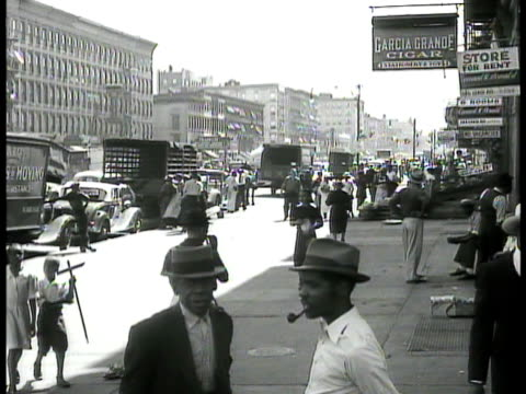 vídeos de stock e filmes b-roll de harlem . vs african-american black people walking on sidewalk crossing street children on sidewalk vendor w/ 'peace shine 3 cents' children in... - 1930